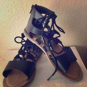 Girls Old Navy Roman style sandals